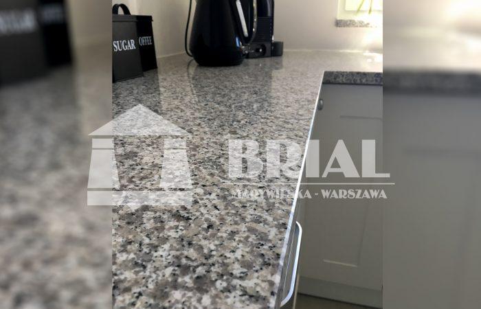 nowoczesna kuchnia, blat granitowy Warszawa, kamień naturalny w kuchni, ekskluzywna kuchnia, blat kamienny, granit szary hiszpański